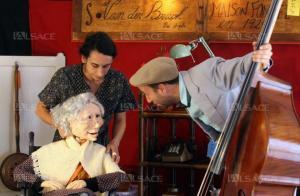 ana-laura-dajas-la-marionnette-antonia-(realisee-par-michel-klein)-et-sebastien-jeser-photos-dna-laurent-rea-1506457595
